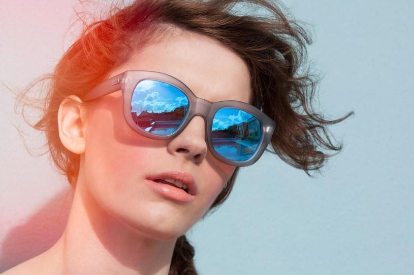 okulary mity przecwisłoneczne /© Photogenica