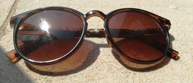 Okulary na słońce? Niektóre mogą szkodzić!