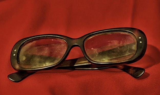 Okulary Pasoliniego na wystawie w muzeum kryminalistycznym /PAP/EPA/MUSEO CRIMINOLOGICO HANDOUT /PAP/EPA