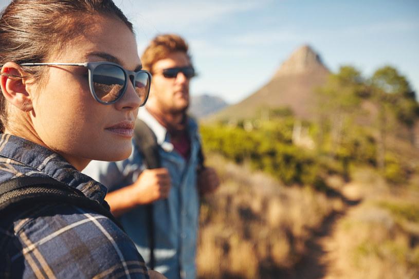 Okulary przeciwsłoneczne powinny mieć dobry filtr UV, co najmniej 40 /123RF/PICSEL