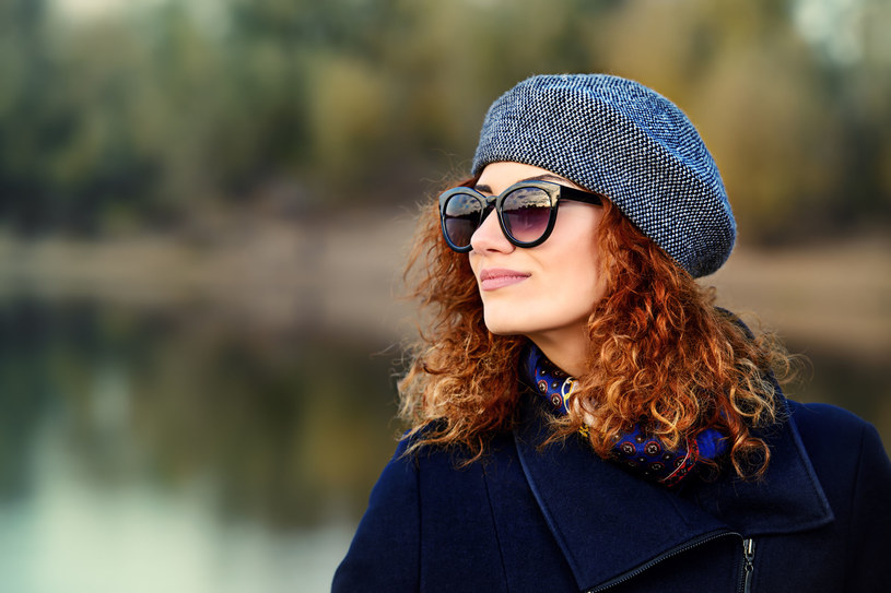 Okulary słoneczne warto nosić cały rok /123RF/PICSEL