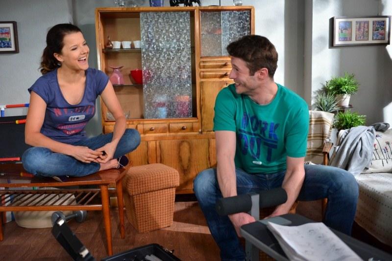 Olaf zapewni Martę, że bardzo mu zależy, żeby to właśnie ona zajęła miejsce Patrycji. /Agencja W. Impact