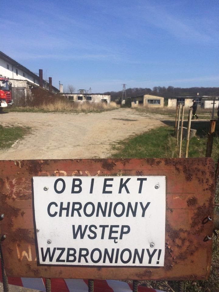 Olbrzymie składowisko chemikaliów odkryli policjanci w miejscowości Kozy /Aneta Łuczkowska /RMF FM