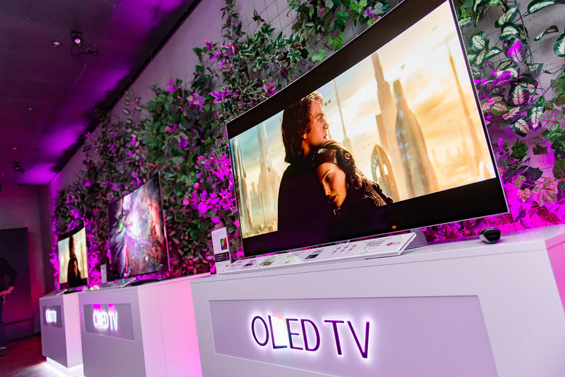 OLED jest technologią, która może kiedyś zastąpić LCD. Problemem do rozwiązania jest cena /materiały prasowe