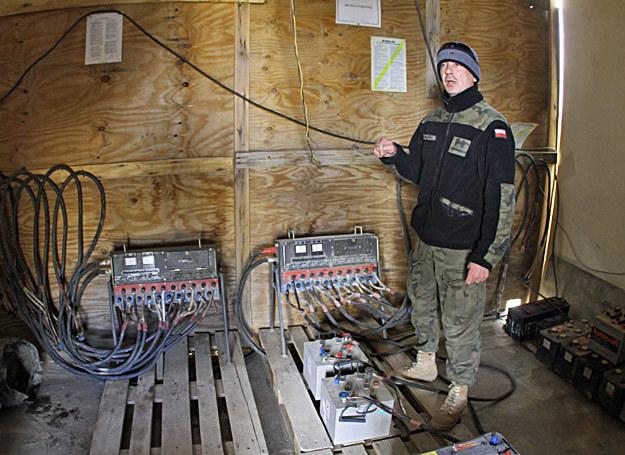 Oleg Mikulski na stanowisku - w stacji ładownia akumulatorów. Zdjęcie wykonano aparatem Canon EOS 7D /Marcin Wójcik