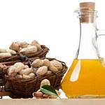 Olej arachidowy nawilża i działa antynowotworowo