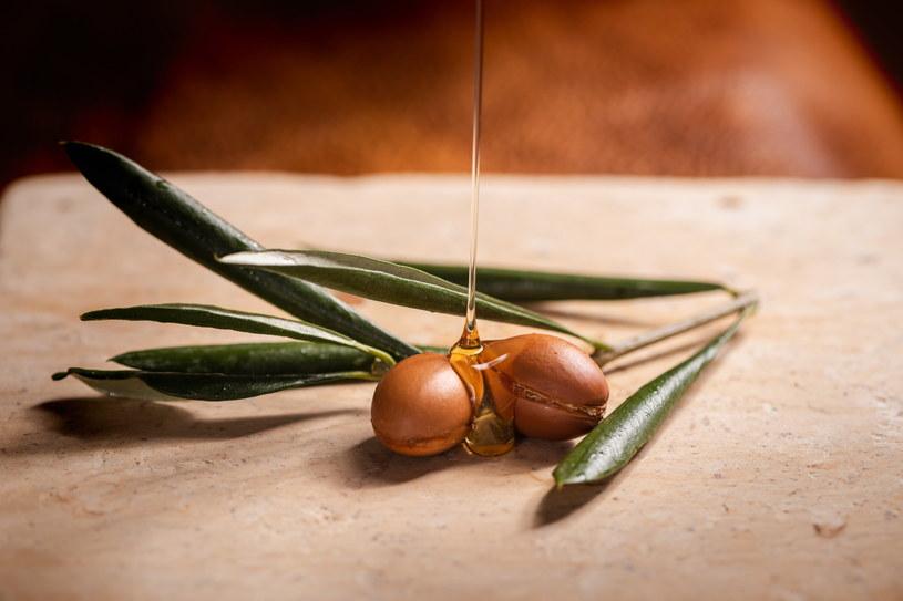 Olej arganowy bez wątpienia zasługuje na sławę, jakiej się doczekał /123RF/PICSEL