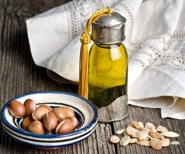 Olej arganowy: Naturalnie zmniejsza zmarszczki i przyspiesza porost włosów