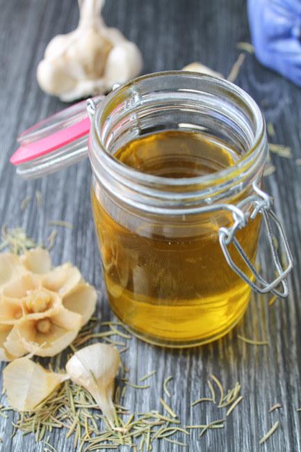 olej czosnkowy na stawy /© Photogenica