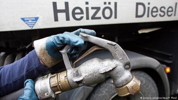 Olej grzewczy jest w Niemczech stosunkowo nisko opodatkowany /picture-alliance/dpa/P. Pleul /Deutsche Welle
