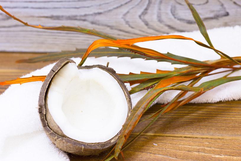 Olej kokosowy i miód zadziałają antybakteryjnie /123RF/PICSEL