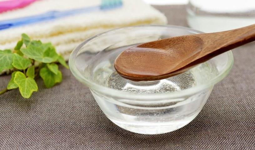 Olej kokosowy ma wiele zalet /123RF/PICSEL