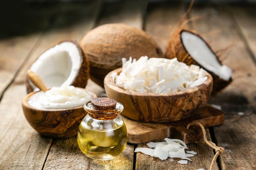 Olej kokosowy ma wielu zwolenników i przeciwników /123RF/PICSEL