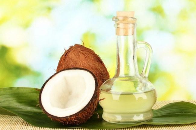 Olej kokosowy na worki pod oczami /© Photogenica
