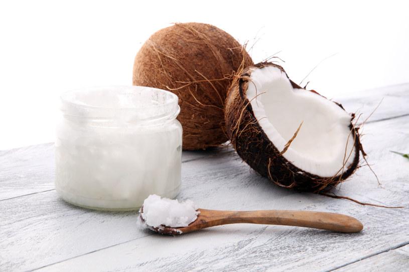 Olej kokosowy również polecany jest do smażenia /123RF/PICSEL