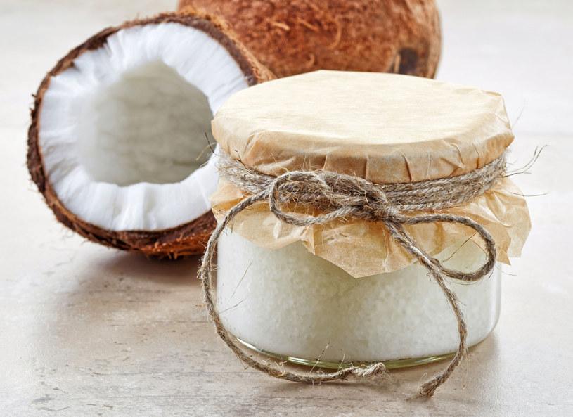 Olej kokosowy uelastyczni włosy /123RF/PICSEL