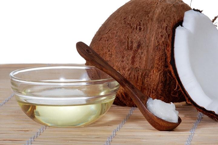 Olej kokosowy właściwości zdrowotne /© Photogenica