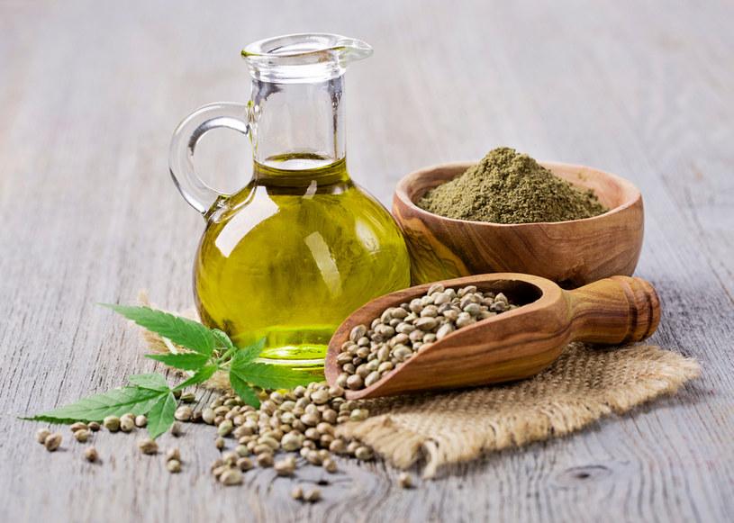 Olej konopny może zminimalizować podrażnienia skóry, przebarwienia i stany zapalne /123RF/PICSEL