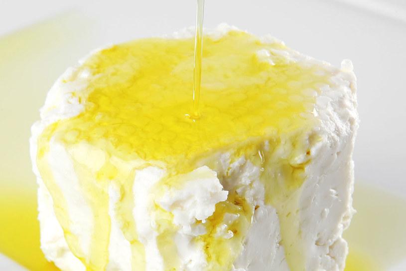 Olej lniany zmiksowany z twarogiem to recepta na wiele dolegliwości /123RF/PICSEL