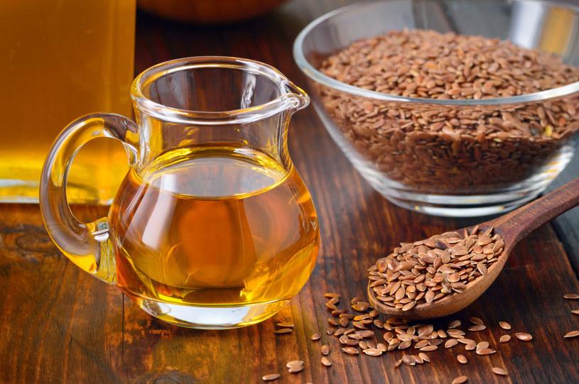 Olej lniany zmniejsza ból i sztywność stawów oraz zapobiega ich zwyrodnieniom /123RF/PICSEL