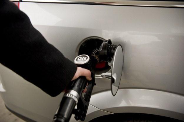 Olej napędowy w hurcie jest droższy niż benzyna /PAP