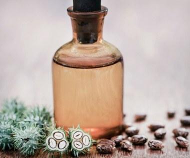 Olej rycynowy: Minimalizuje zmarszczki, wygładza i leczy kurzajki