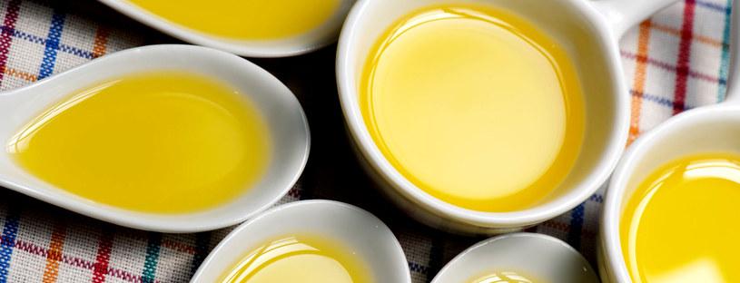 Olej rzepakowy, oliwa z oliwek dostarczą twojej skórze niezbędnych witamin i minerałów /123RF/PICSEL