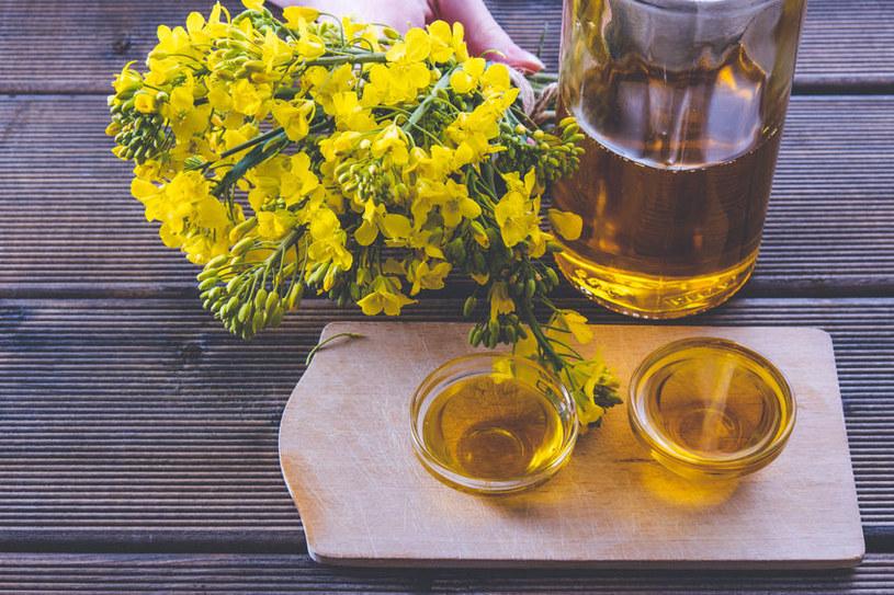 Olej rzepakowy to jeden z najzdrowszych olejów roślinnych /123RF/PICSEL