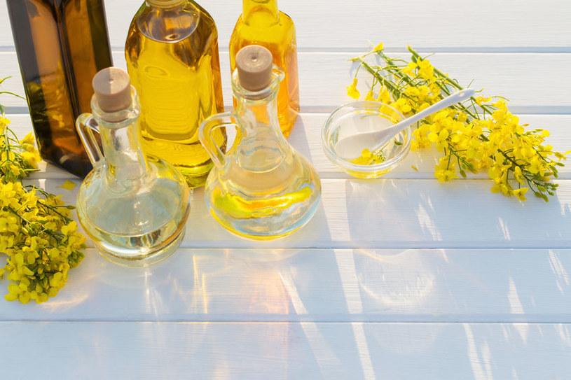 Olej rzepakowy zawiera najbardziej pożądane dla zdrowia nienasycone kwasy tłuszczowe /123RF/PICSEL