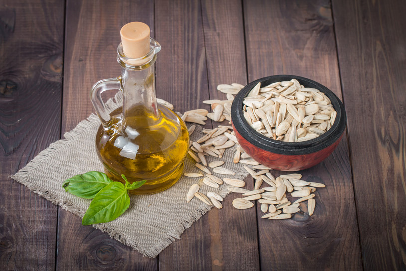 Olej słonecznikowy ma najwięcej witaminy E spośród wszystkich tłuszczów roślinnych /123RF/PICSEL