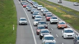 Olej wyciekł na A1. Utrudnienia w kierunku Łodzi