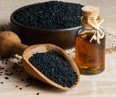Olej z czarnuszki: Dlaczego jest tak cenny dla zdrowia?
