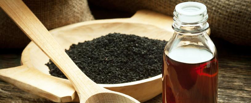 olej z czarnuszki działanie /© Photogenica
