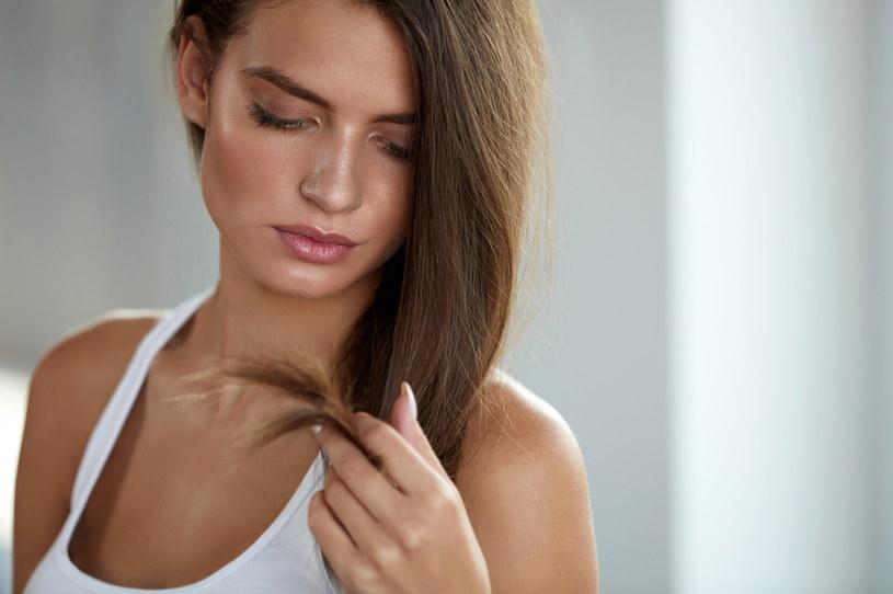Olej z czarnuszki jest stosowany w celu poprawienia kondycji włosów /123RF/PICSEL