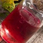 Olej z dziurawca: Remedium na stawy i mięśnie. Uśmierza bóle kręgosłupa
