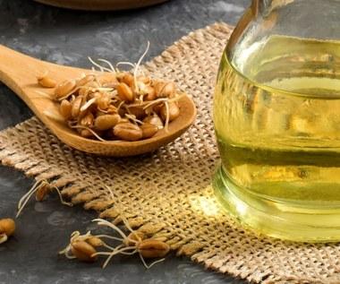 Olej z kiełków pszenicy: Odmłodzi cerę i ochroni serce. Pomoże wyleczyć wrzody