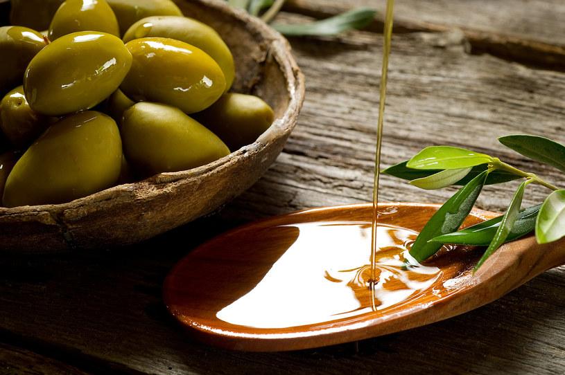 olej z liści oliwnych /© Photogenica