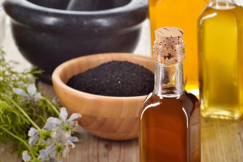 olej z nasion czarnuszki /© Photogenica
