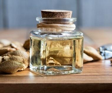 Olej z pestek moreli: Naturalnie spowalnia starzenie i usuwa zaskórniki
