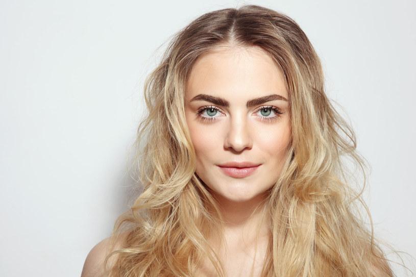 Oleje i naturalne ekstrakty mają zbawienny wpływ na włosy /123RF/PICSEL