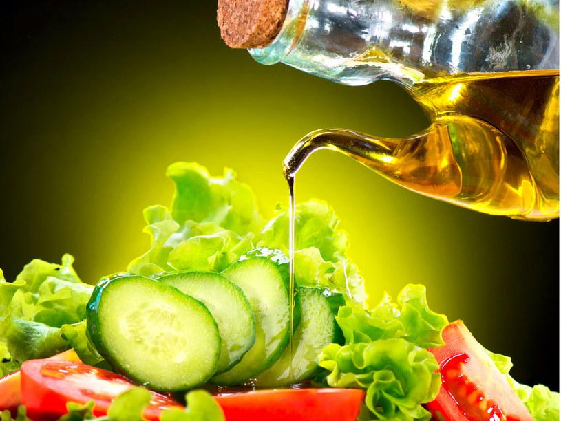 """Oleje obniżają poziom """"złego"""" cholesterolu (LDL) we krwi /123RF/PICSEL"""