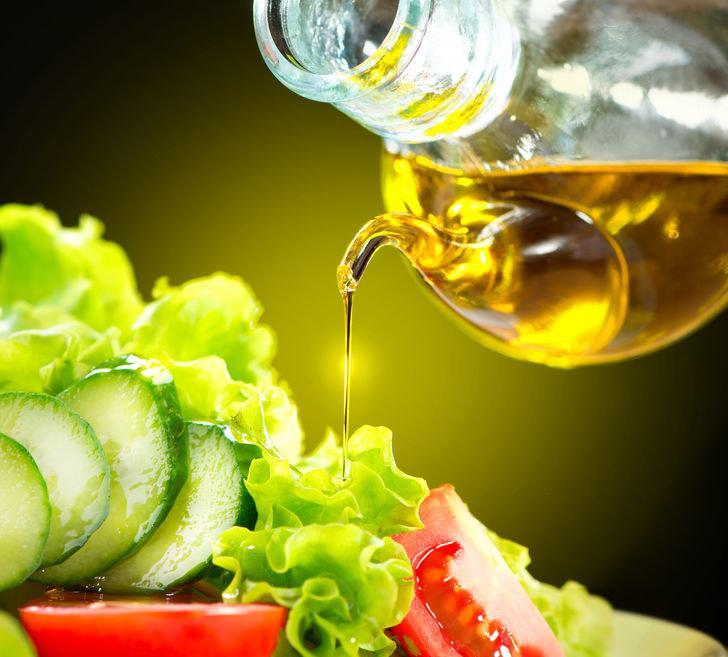 Oleje roślinne są bogate w kwasy tłuszczowe, a szczególnie omega-9 /123RF/PICSEL
