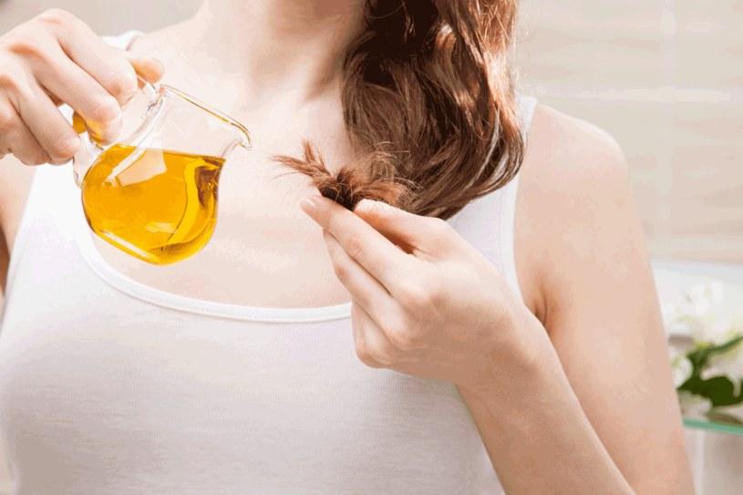 Olejek amla naturalnie przyciemni włosy /123RF/PICSEL