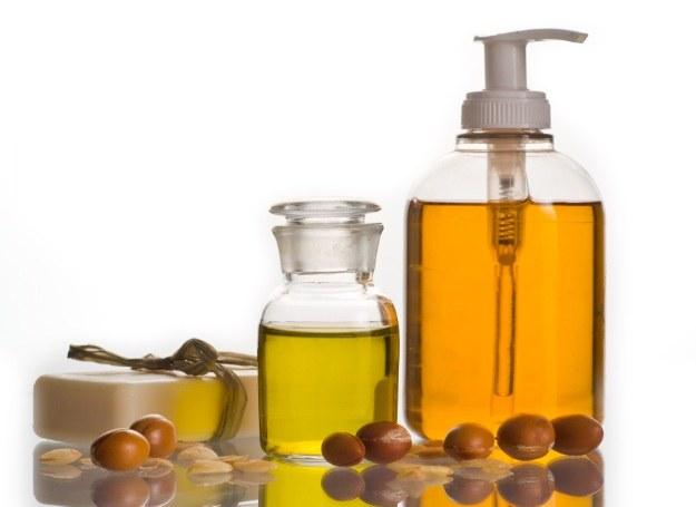 Olejek arganowy jest dobry niemal na wszystko /Picsel /123RF/PICSEL