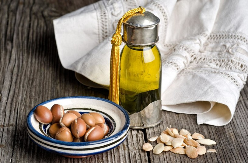 olejek arganowy na paznokcie /© Photogenica