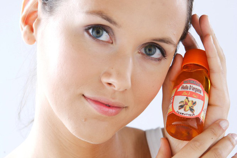 Olejek arganowy to wszechstronny kosmetyk /East News