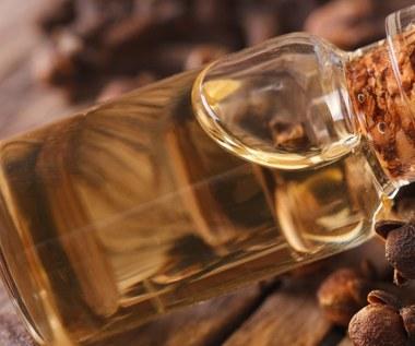 Olejek goździkowy: Sprawdzony środek na bóle i ukąszenia