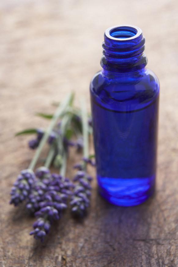 olejek lawendowy właściwości /© Photogenica