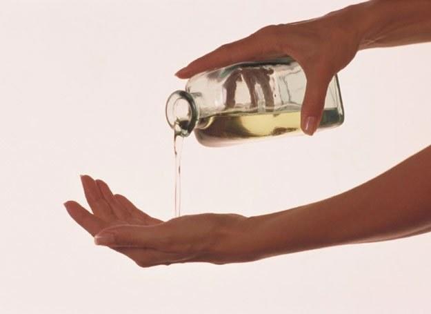 Olejek rumiankowy sprawdzi się przy skórze wrażliwej