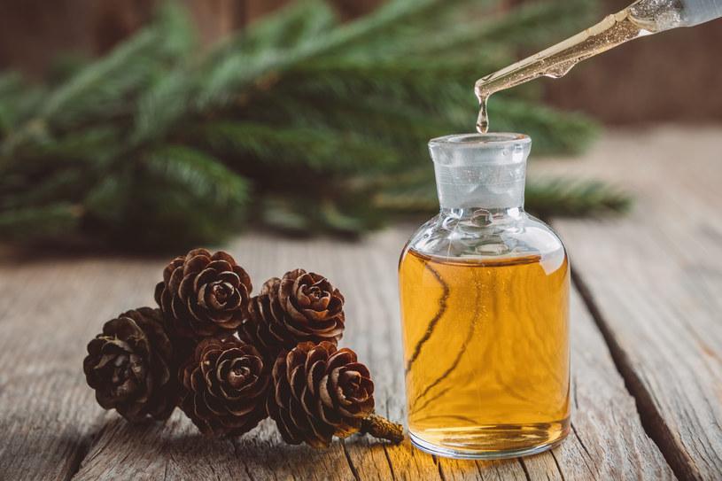 Olejki eteryczne używane w aromaterapii to wybawienie dla chorych zatok /123RF/PICSEL
